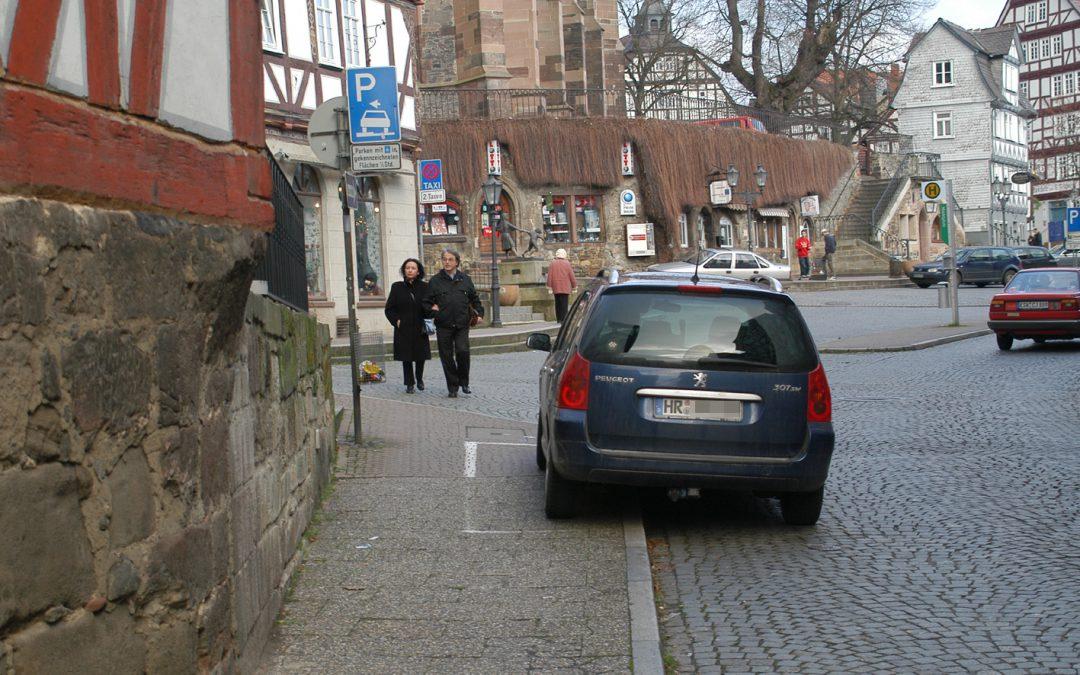 """SPD fordert Verwaltungsbericht über Maßnahmen zu """"Gehwegparken"""""""