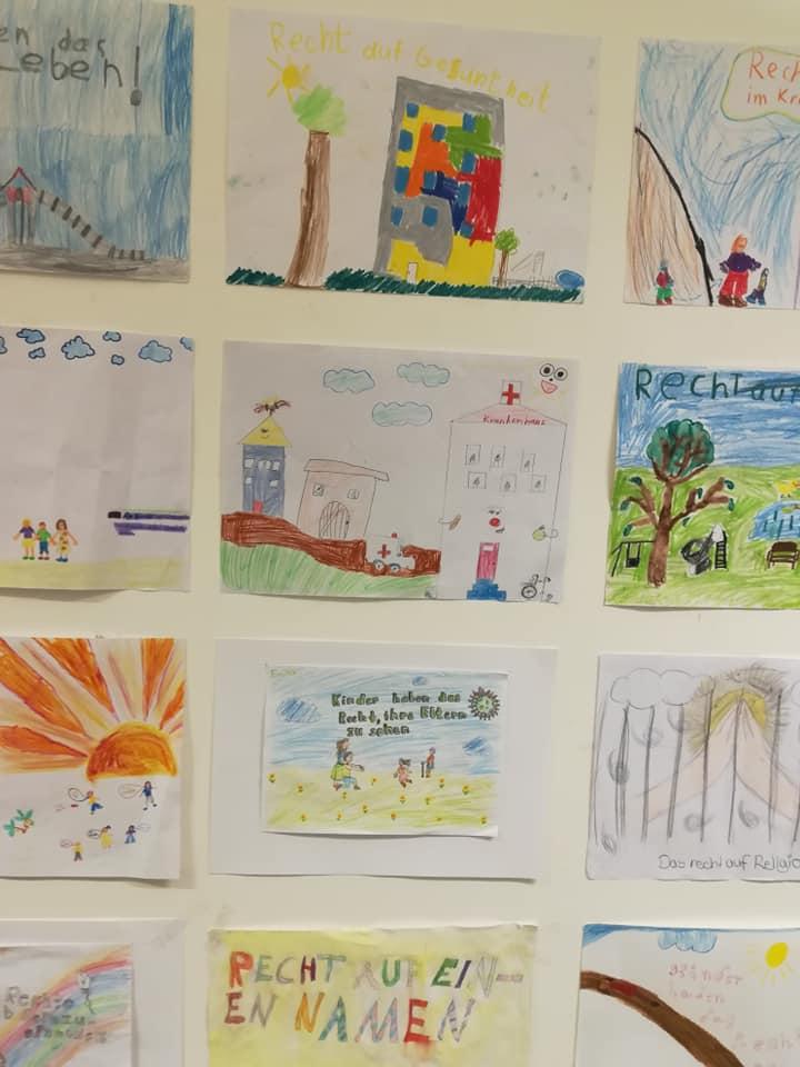 Galerie der in der Einrichtung betreuten Kinder. Einige Bilder wurden auch in den aktuellen Kalender des Kinderschutzbundes aufgenommen.
